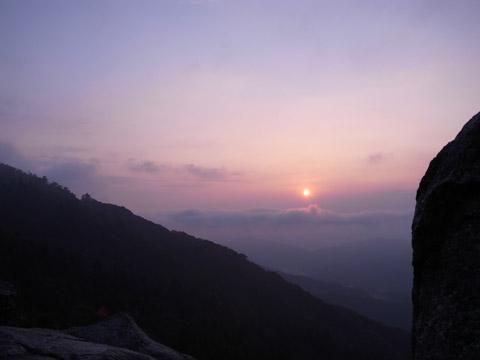 宝満山頂からの朝日