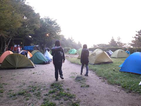 朝の宝満山キャンプ場